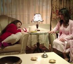 Melike, soluğu Canan'ın evinde alır!