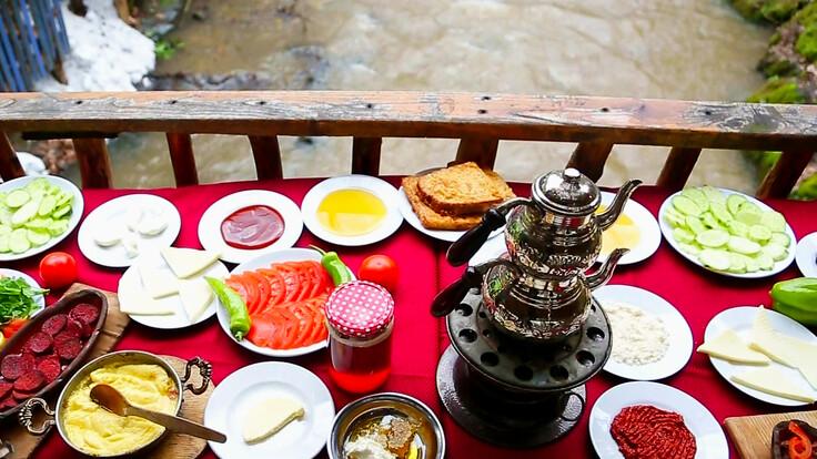 Yuvacık'ta Kahvaltı